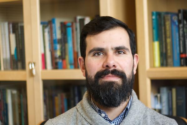 Dr César Palacios-González